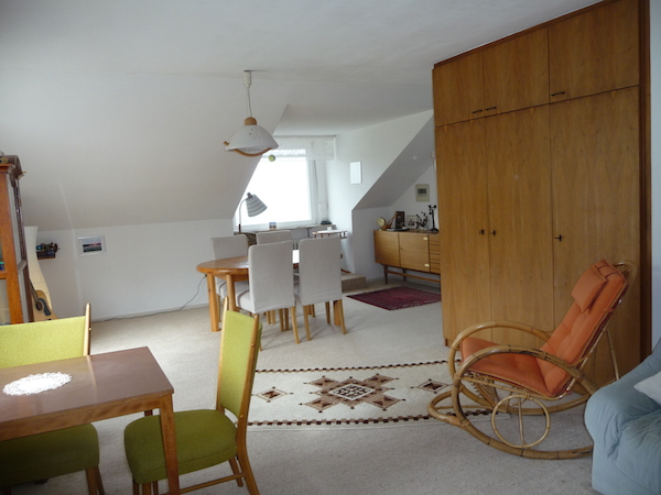Wohnzimmer mit Essgelegenheit